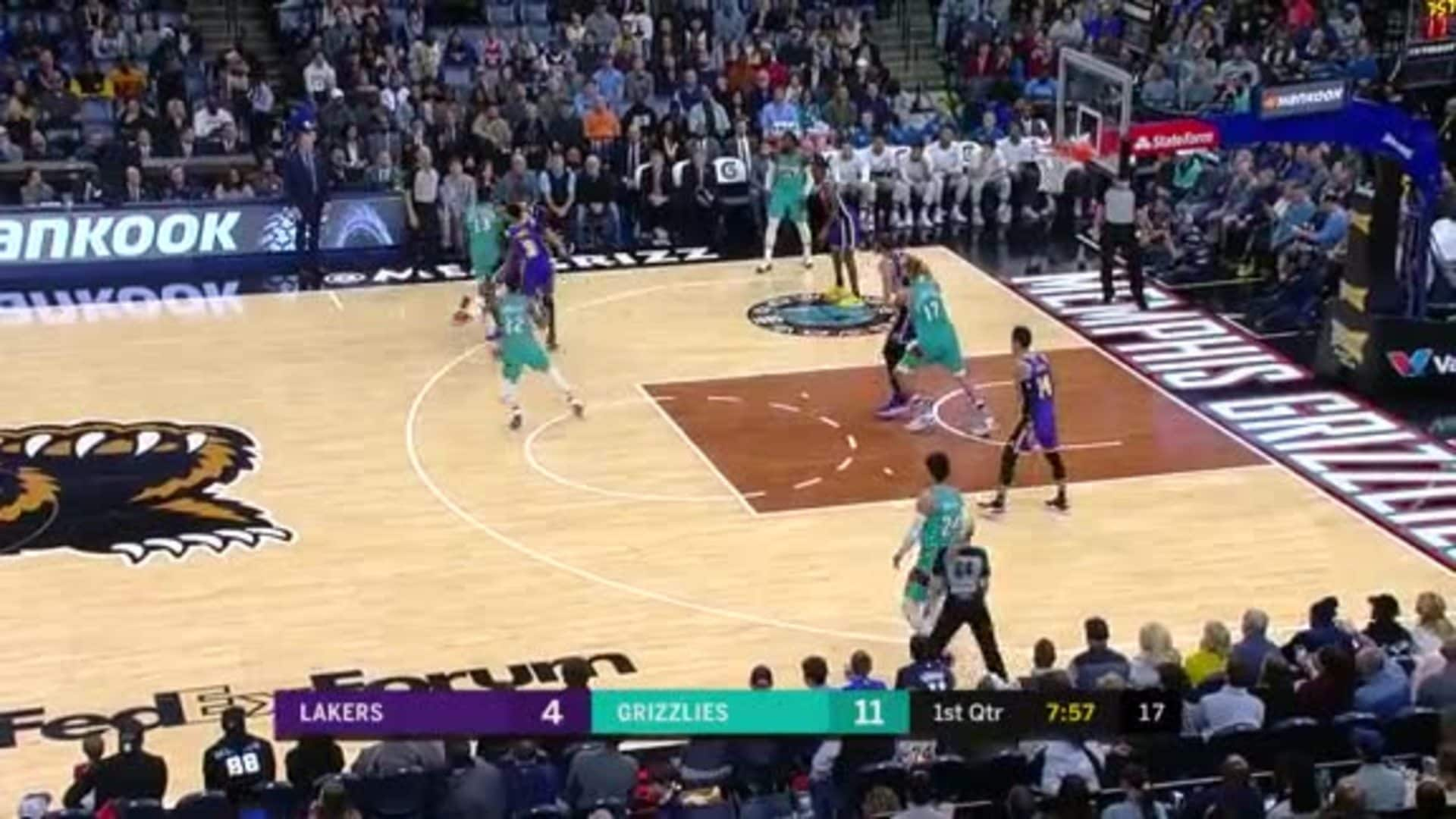 Brooks throws one down