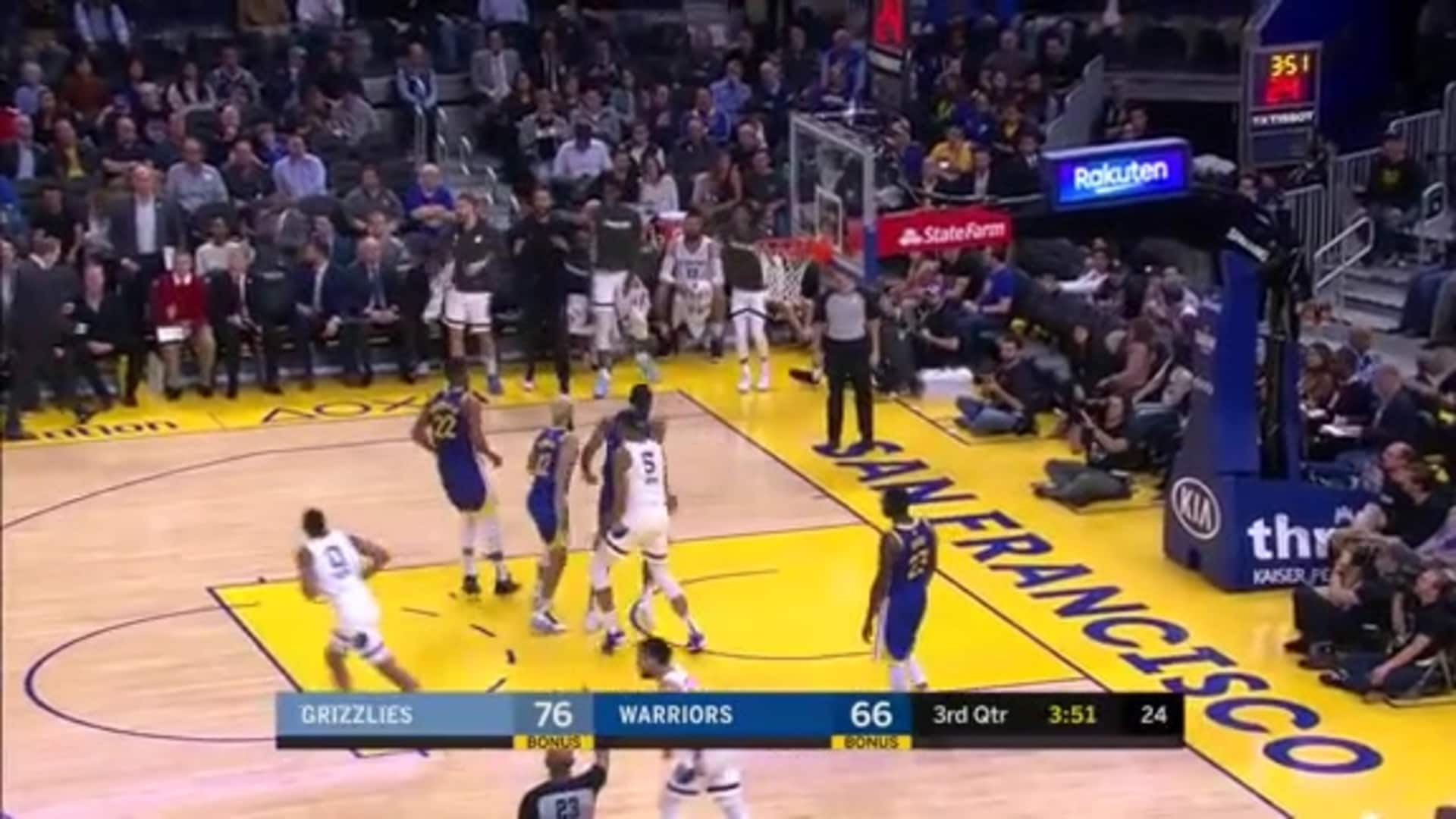 De'Anthony Melton throws a dart to Brooks for 3