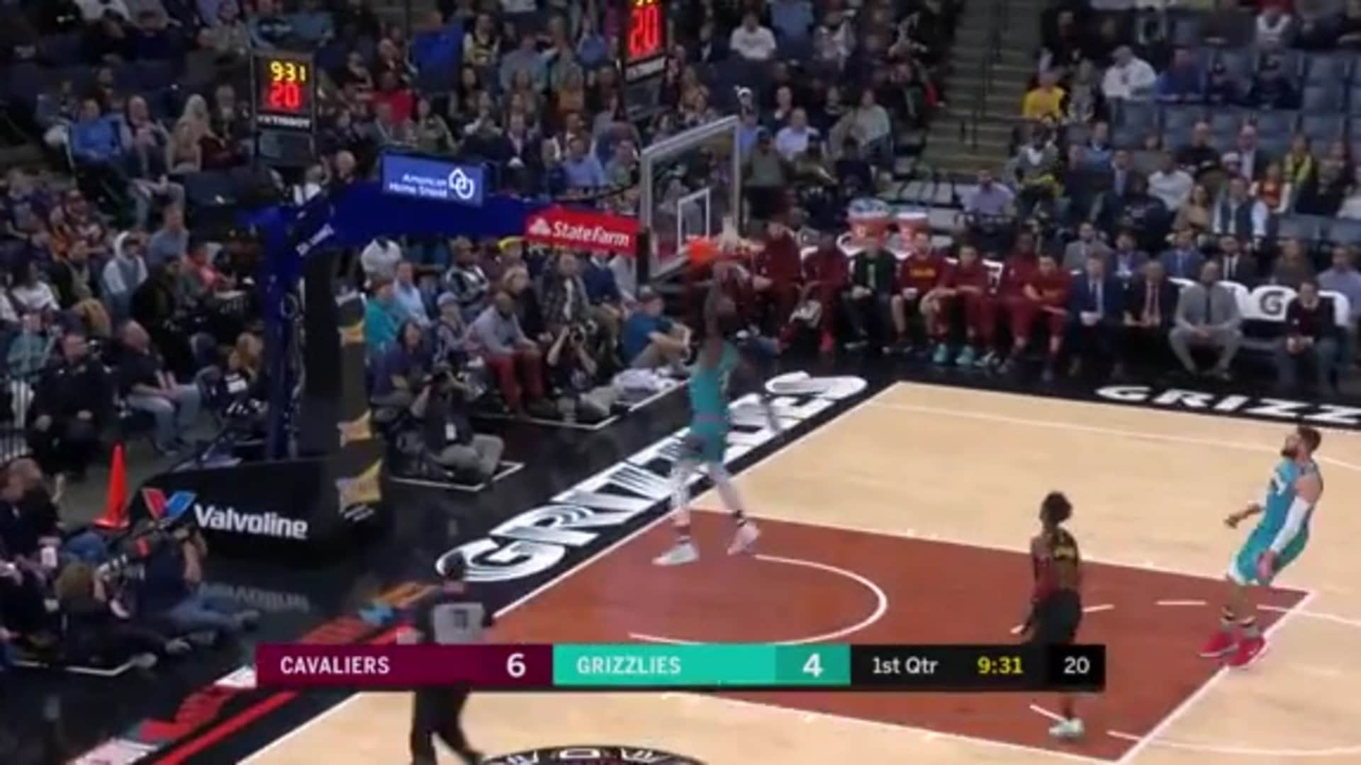Jaren Jackson Jr. shows off with a fastbreak dunk