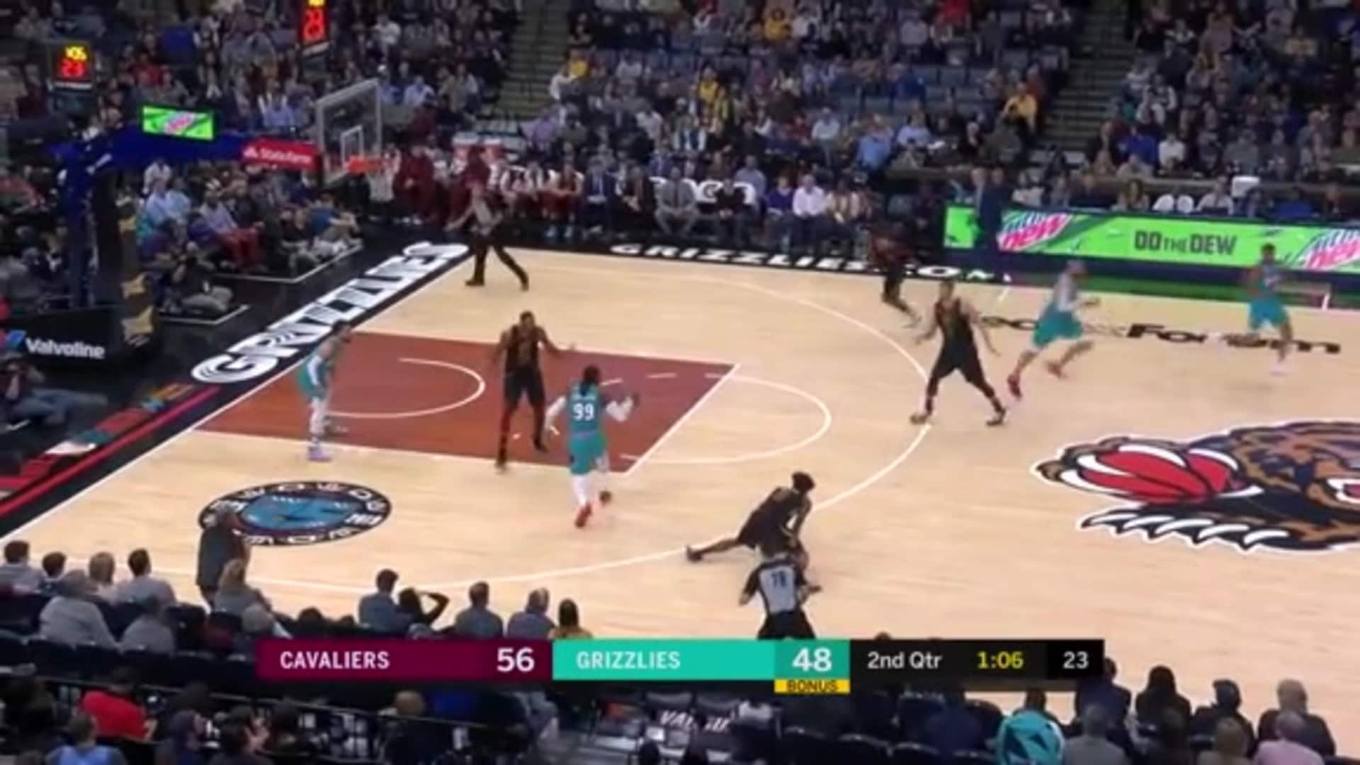 Jae Crowder capitalizes on his steal with a no-look assist