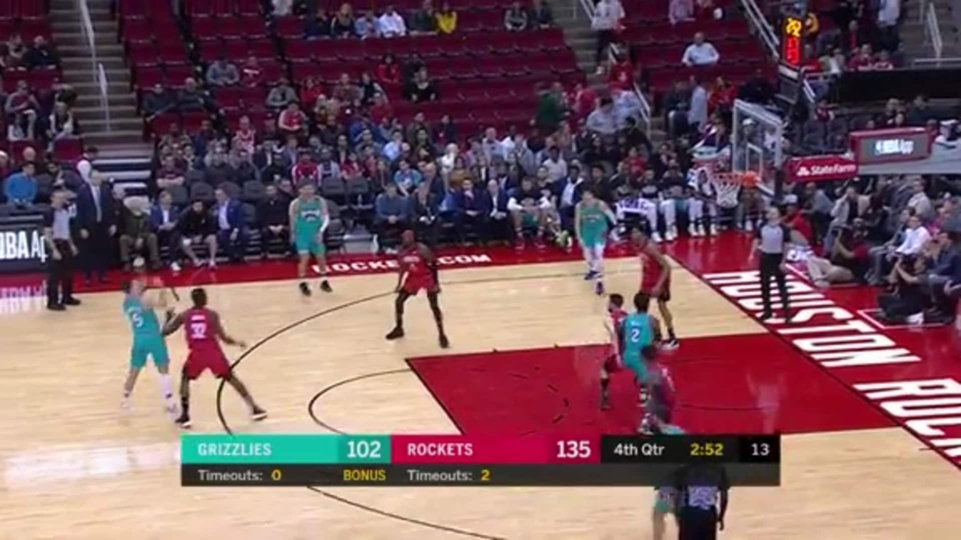Dusty Hannahs pulls up and sinks it for three