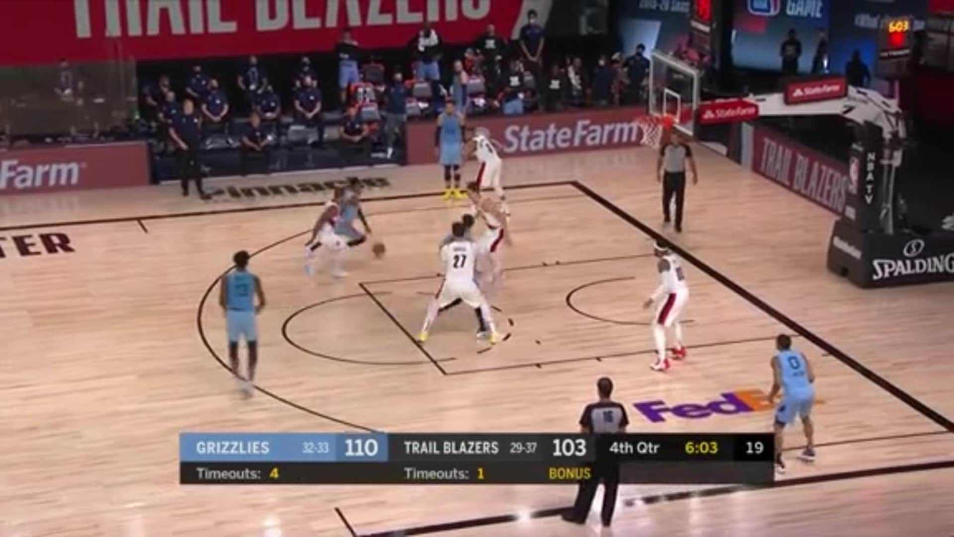 Brandon Clarke hammers it home