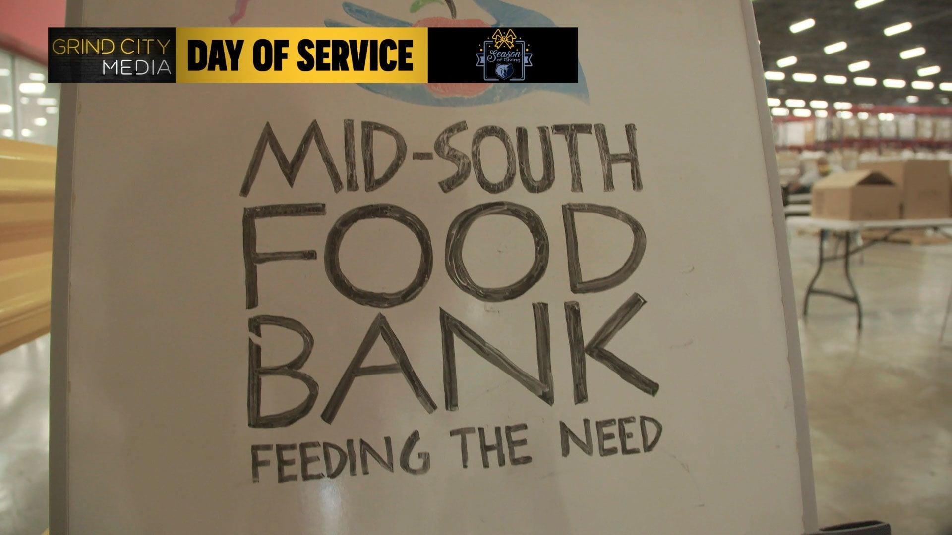 Memphis Grizzlies volunteer at Mid-South Food Bank's Turkey Drive