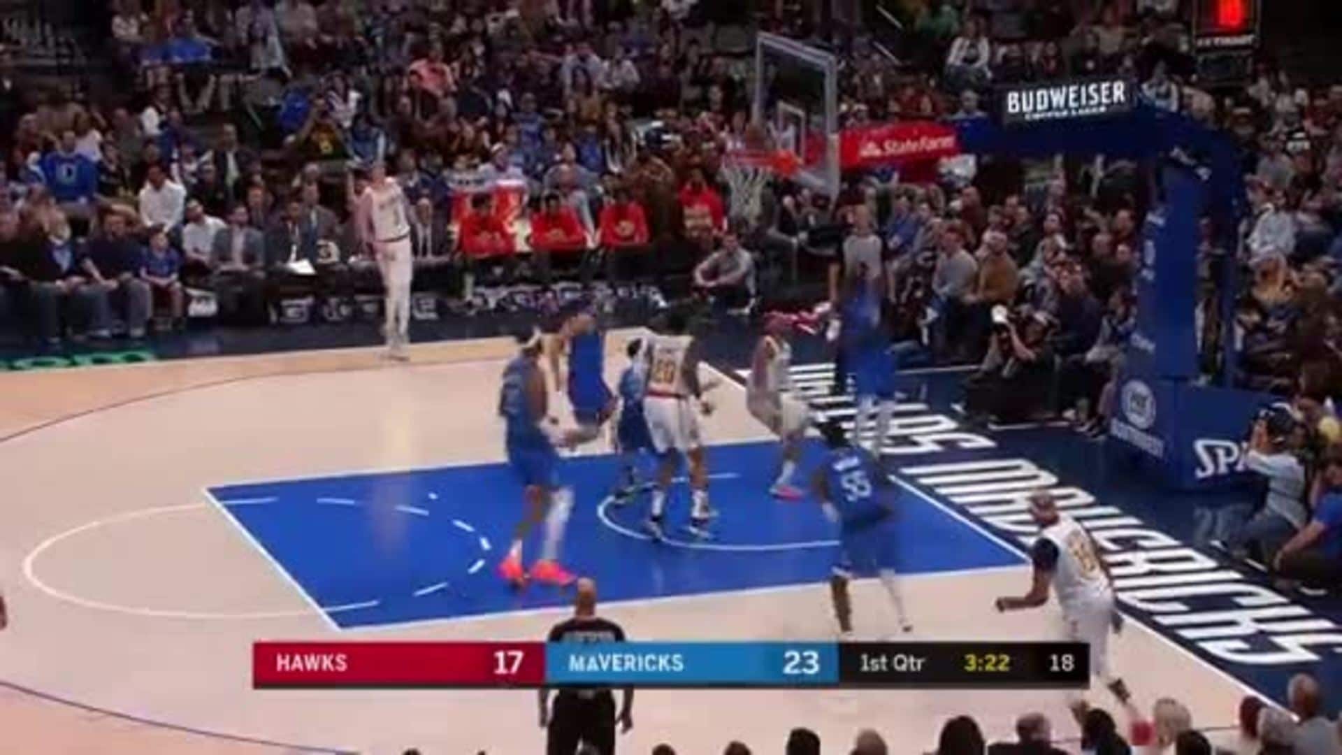 Collins Leads Hawks With 26 Points in Dallas