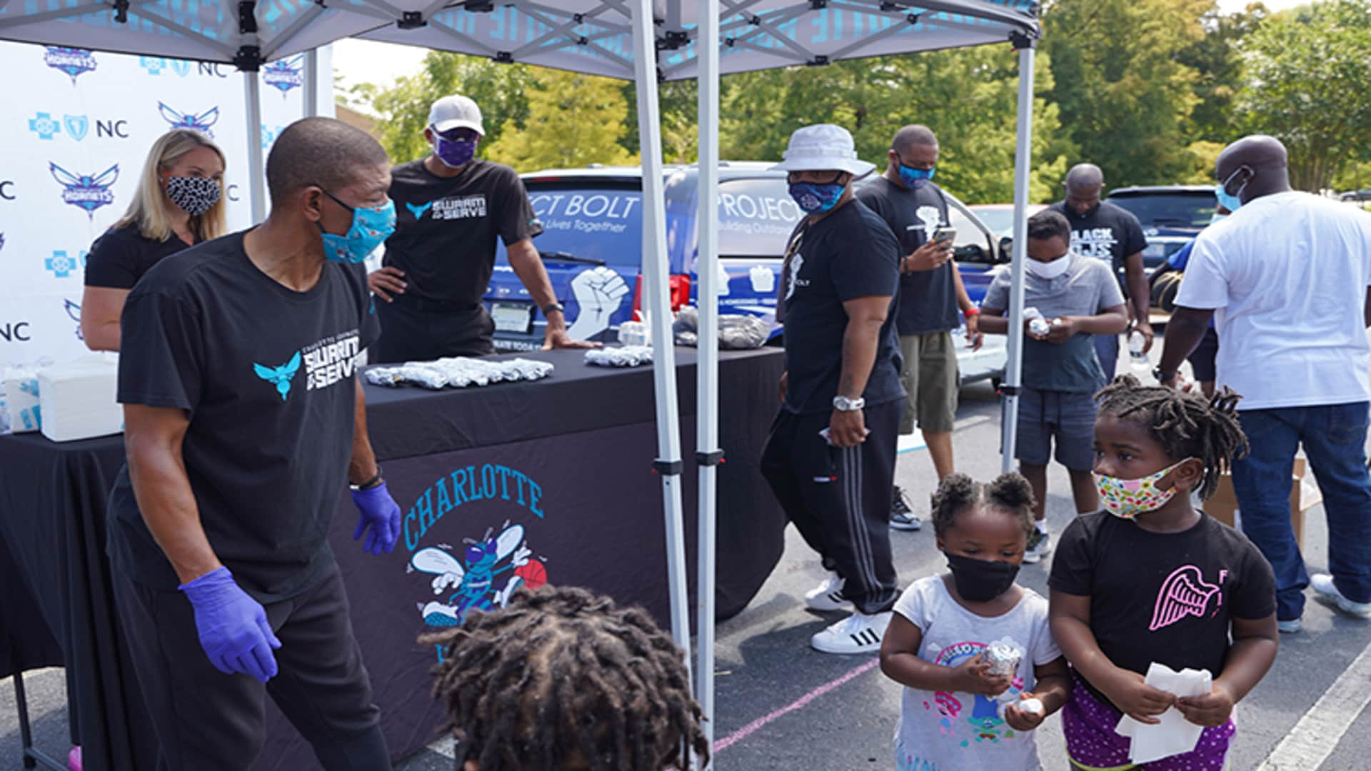 Hornets, Blue Cross NC Serve Meals in Community