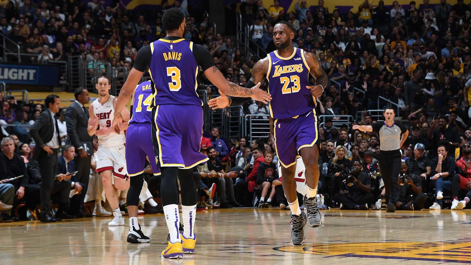 Lakers Reaction: AD breaks Miami's zone in 7th straight win