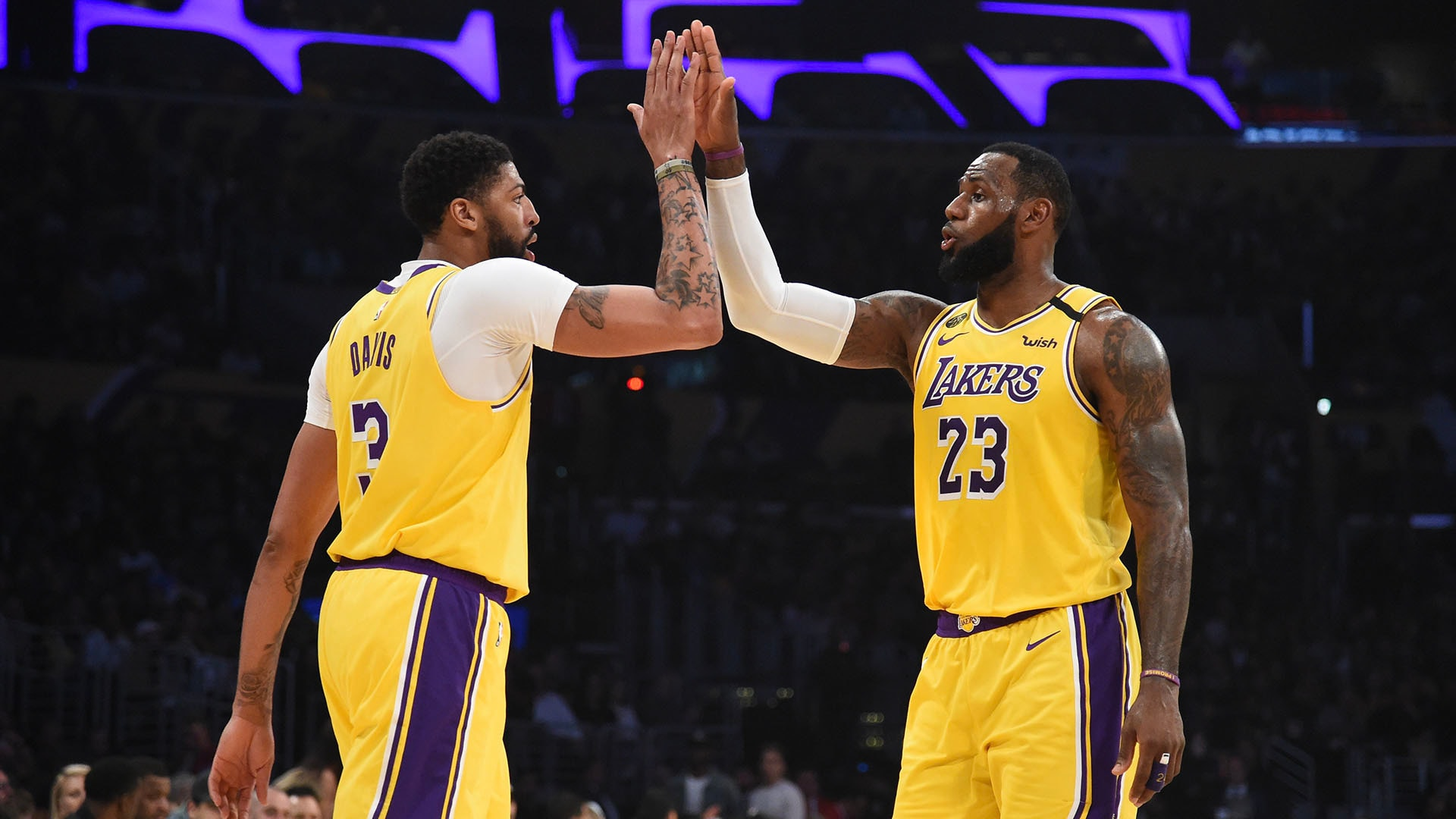 Lakers Reaction: AD, LeBron Return with Big Night Over Memphis