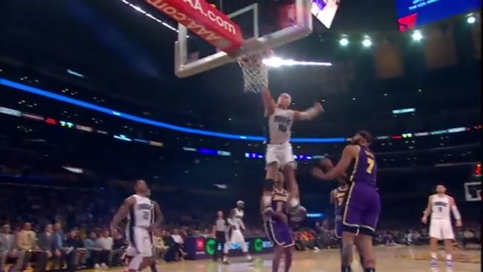Aaron Gordon Makes a Poster in L.A.