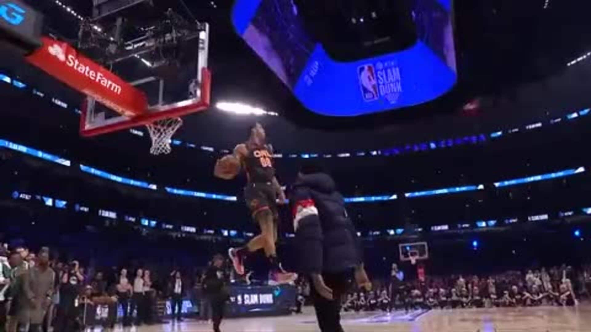 Slam Dunk Contest: A.G.'s Fourth Dunk