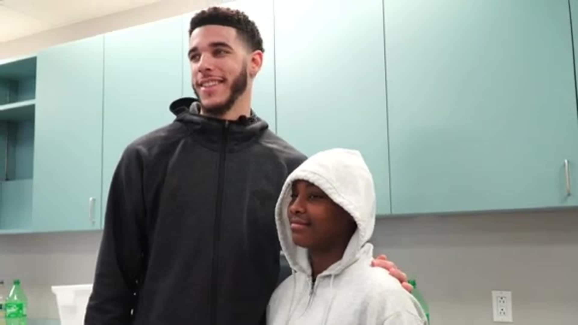 Video: Lonzo Ball surprises students and delivers a special holiday gift
