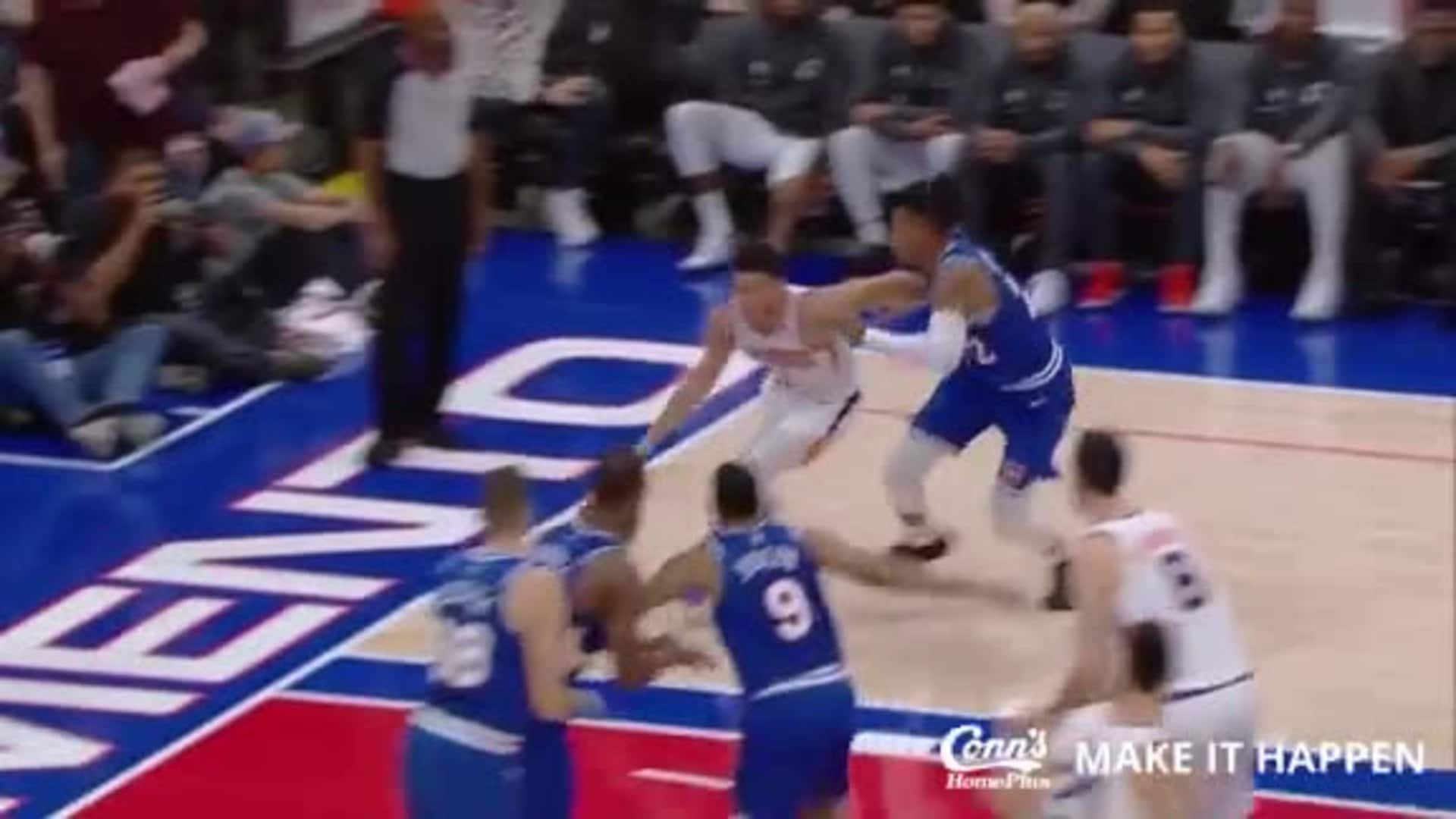 Conn's Make it Happen Play: Booker Behind-the-Back Pass to Kaminsky