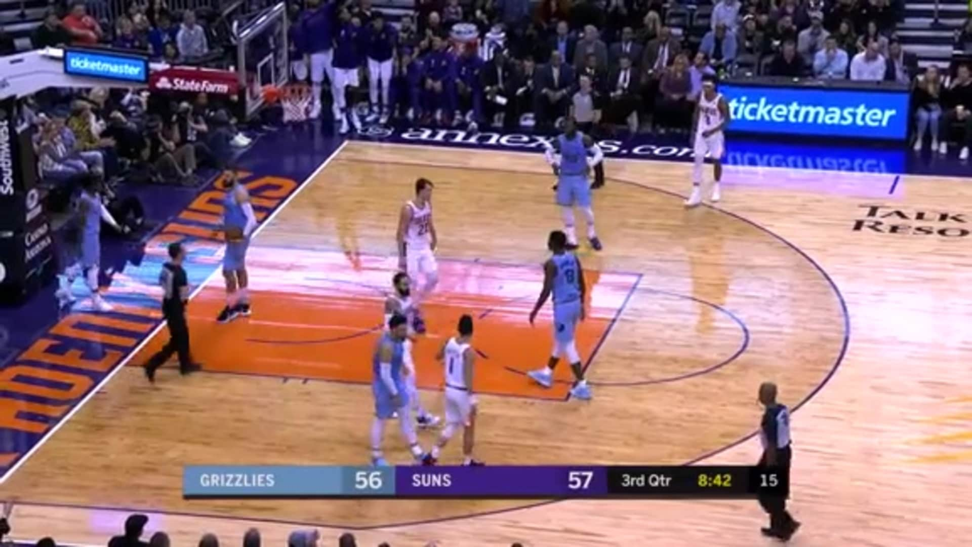 Frank Kaminsky with the Assist to Rubio