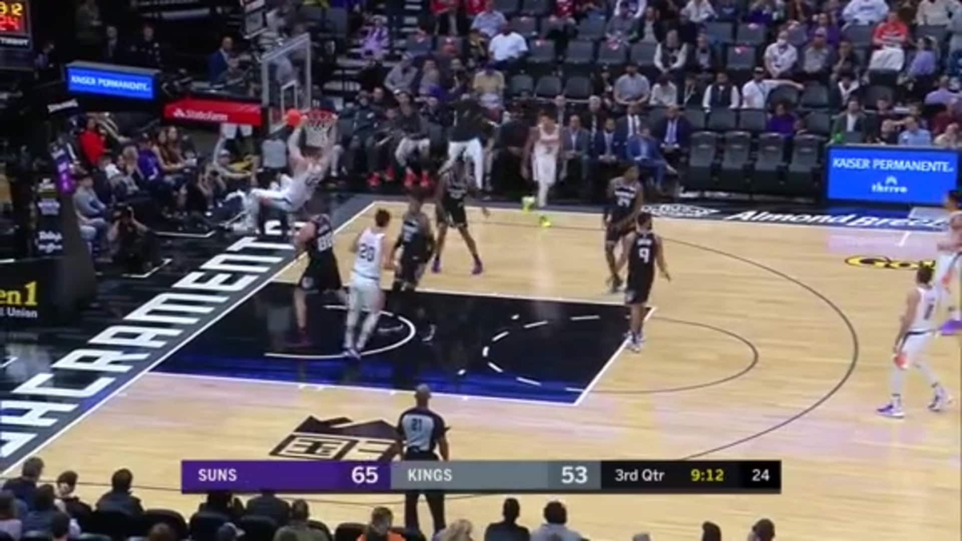 Baynes Throws Down an Assist from Booker
