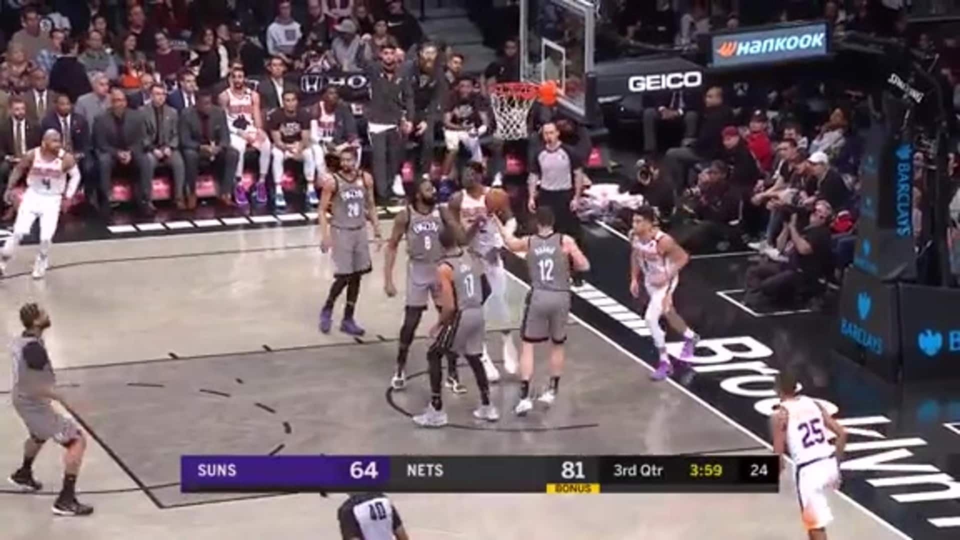 Booker Drops an Assist to Ayton
