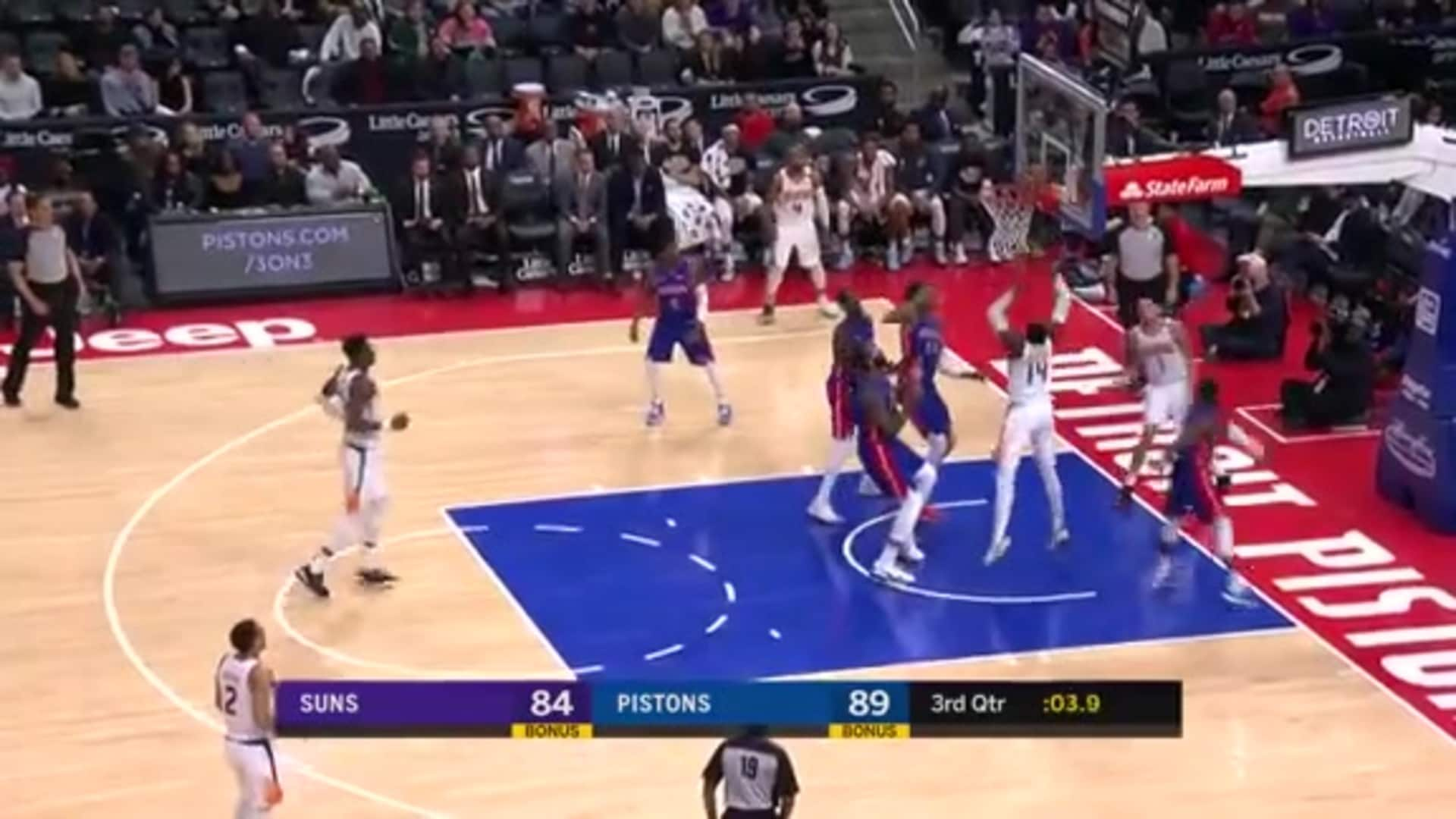 Booker's Pretty Pass Against the Pistons
