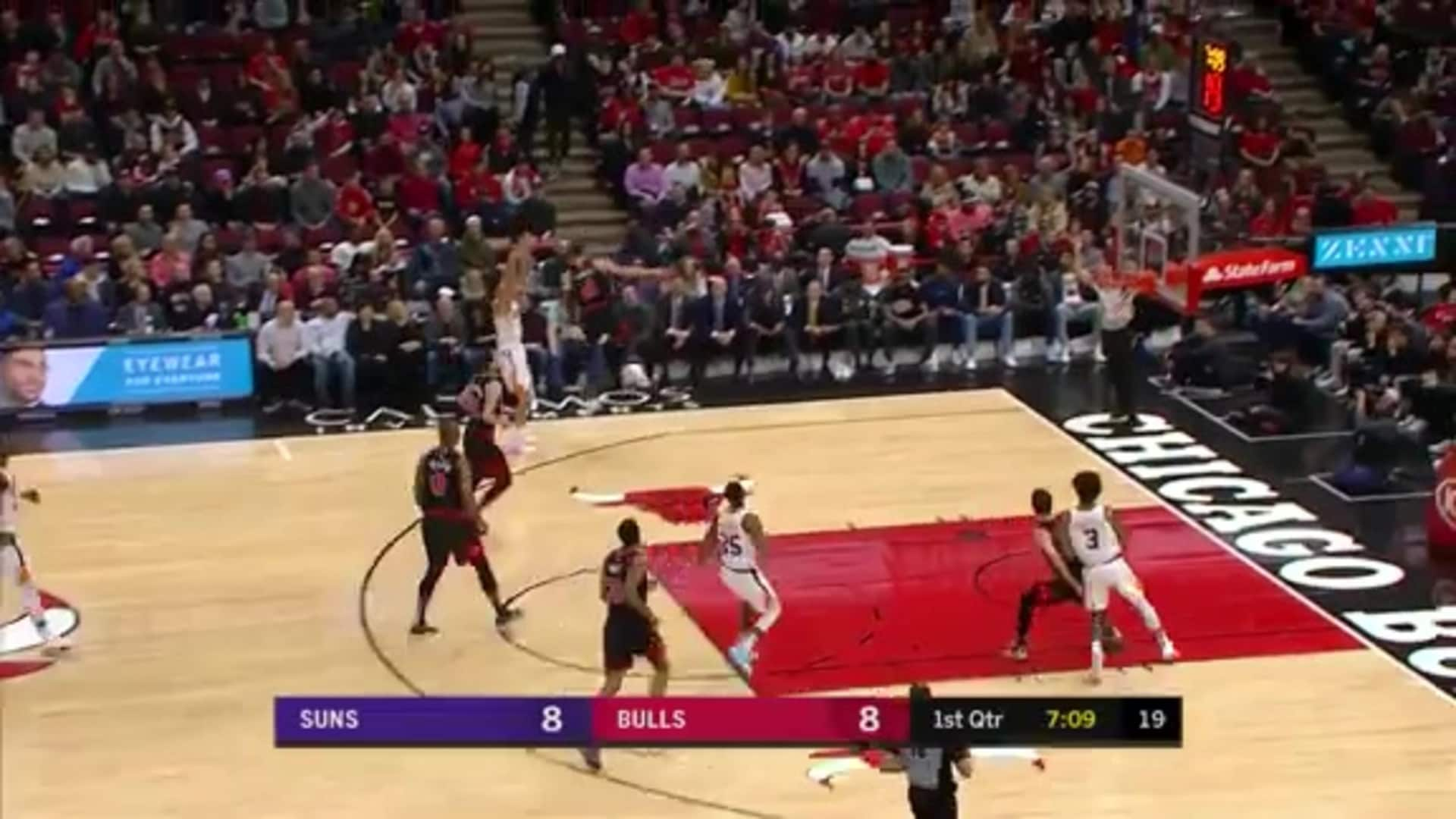 Steal by Rubio leads to three points from Booker