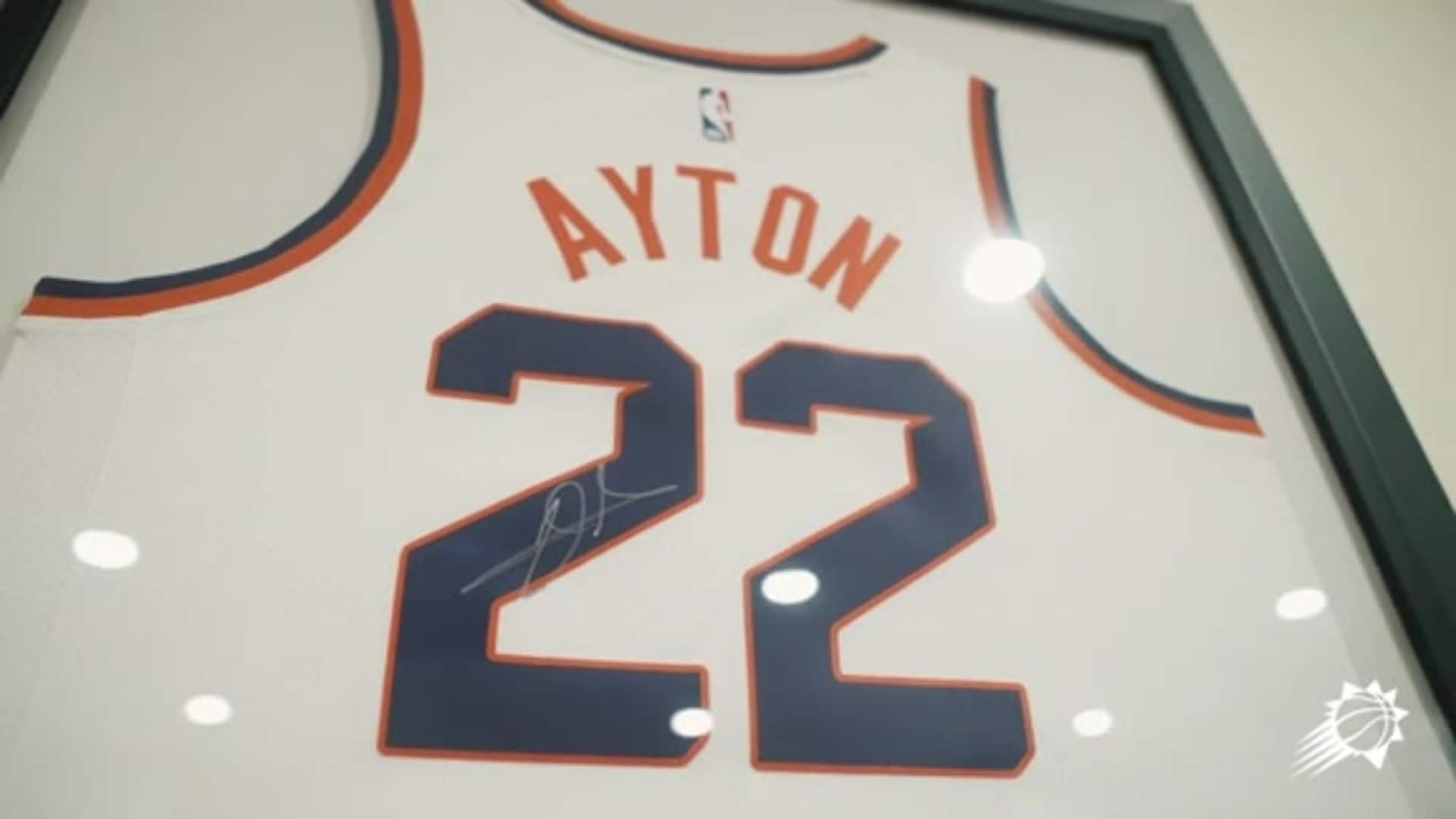 Deandre Ayton Gives a Huge Thank You to Healthcare Workers