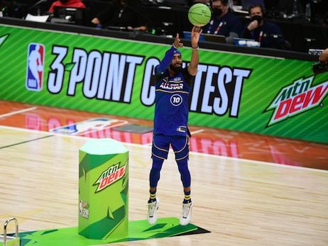 Steph Curry beats Mike Conley on the last shot of the NBA 3-Point Contest