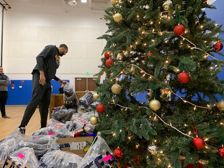 Utah Jazz players Rudy Gobert, Danté Exum and Georges Niang get in the giving spirit with holiday donations