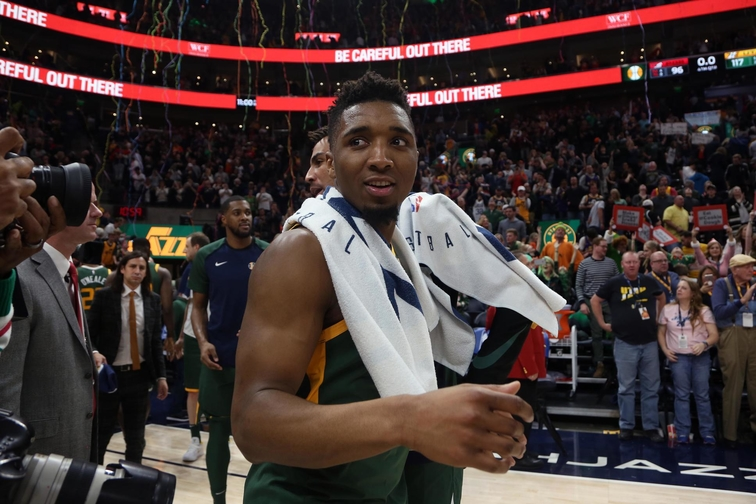 5588b80979b 'A Christmas gift': Donovan Mitchell soars for spectacular alley-oop slam  in win over Trail Blazers | Utah Jazz