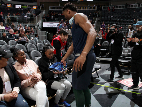 Donovan Mitchell surprises woman with $25,000 tuition check