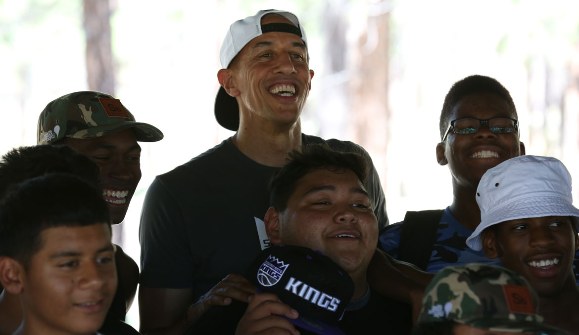 Doug Christie Visits Sons and Brothers Camp | Sacramento Kings