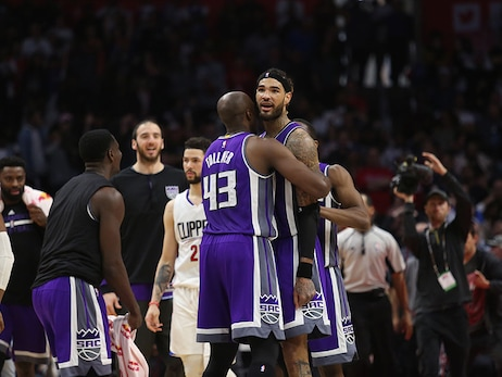 Kings Clip Los Angeles in Comeback Victory