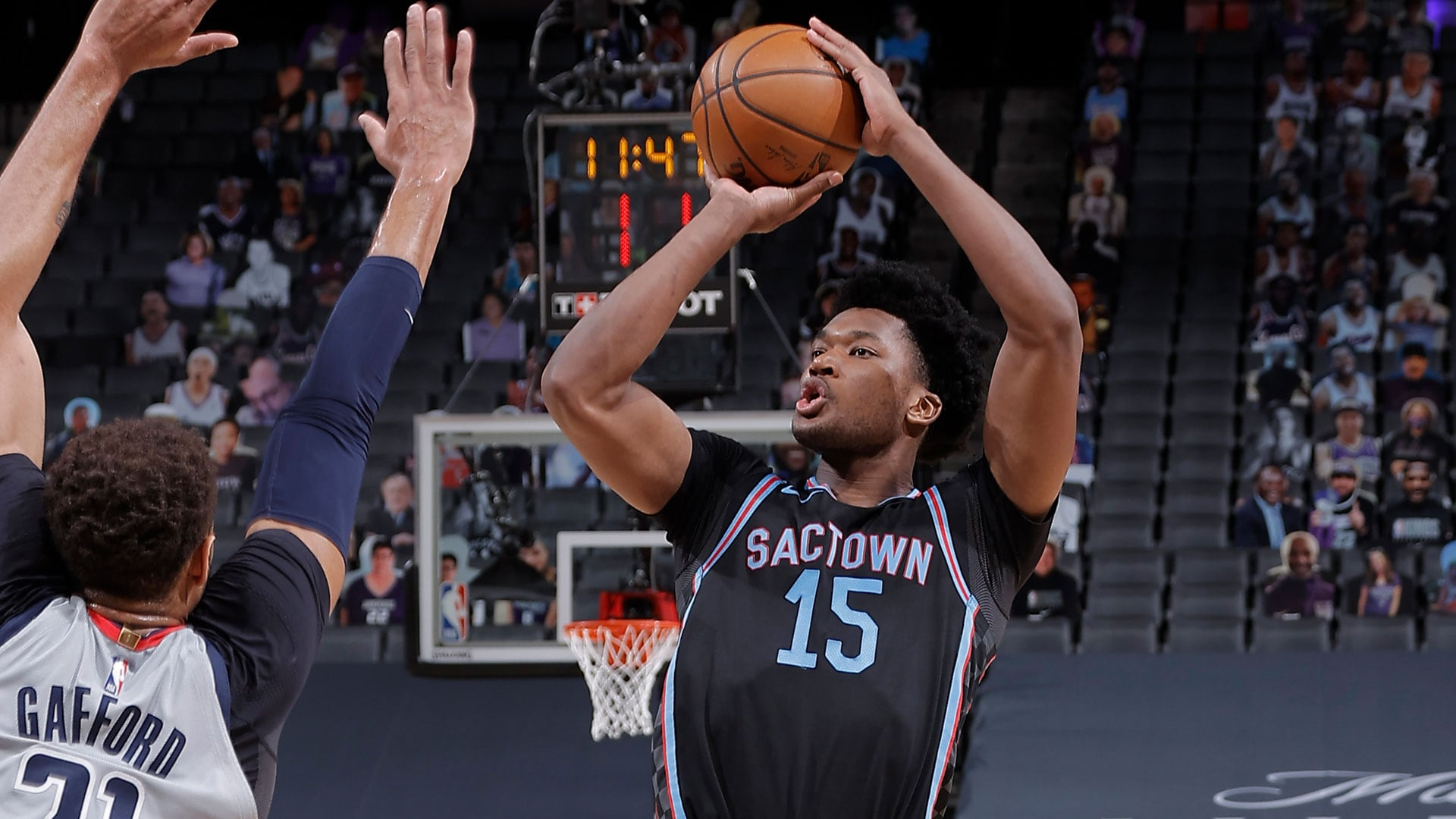 Kings Sign Damian Jones to Second 10-Day Contract