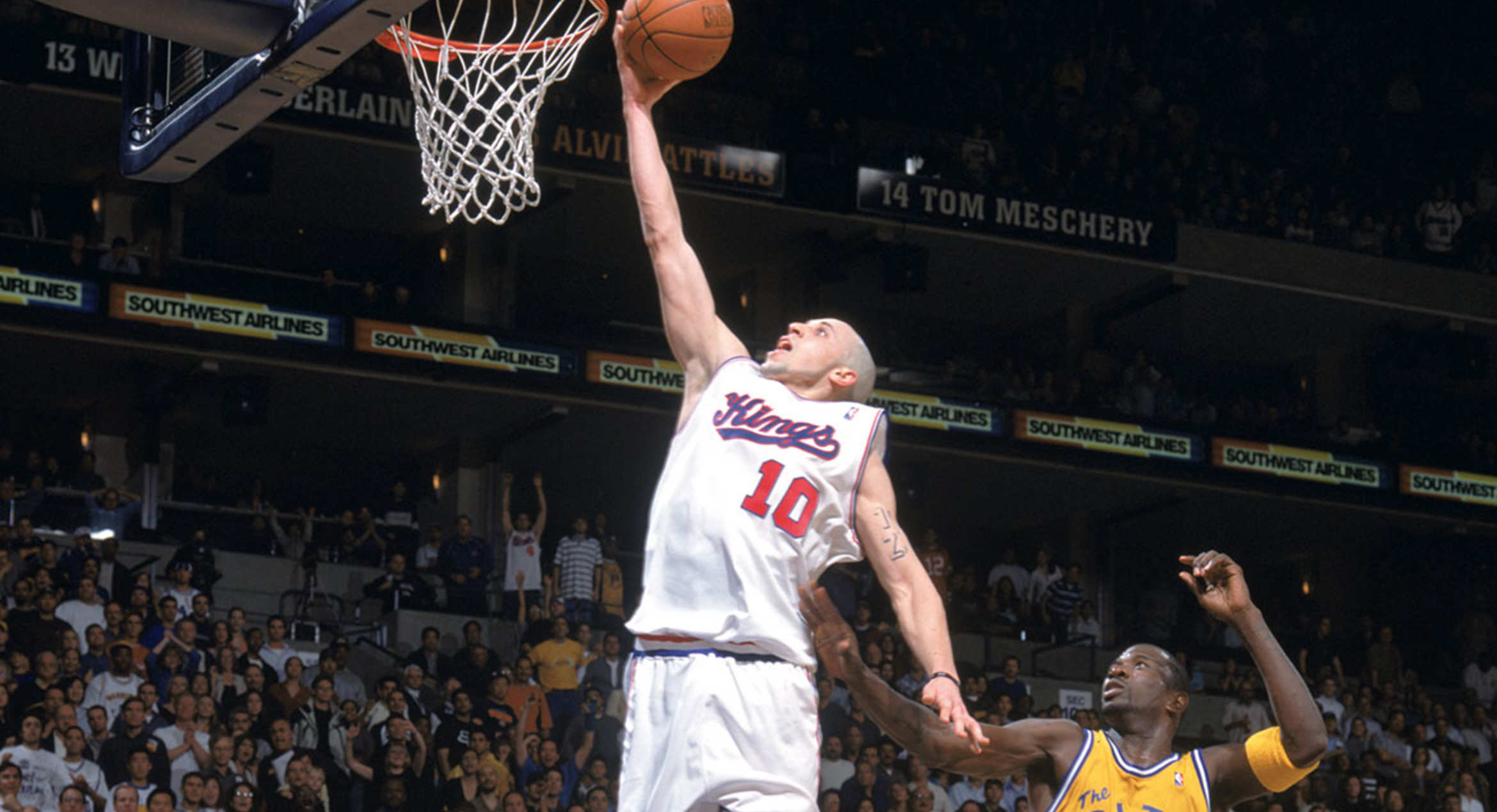 37 Year Old Mike Bibby Can Still Dunk