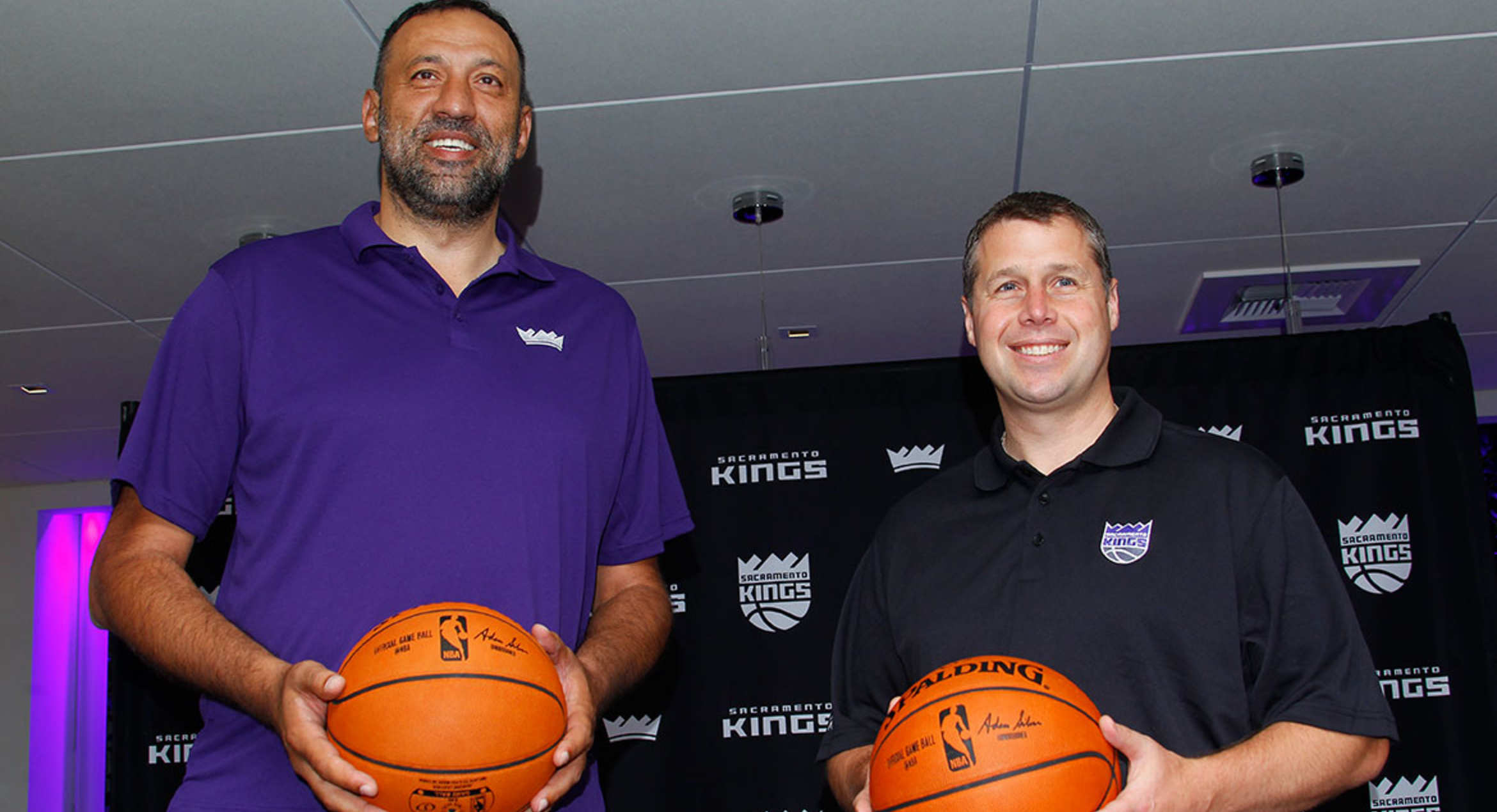 Kings Extend Contract of General Manager Vlade Divac and Pick Up