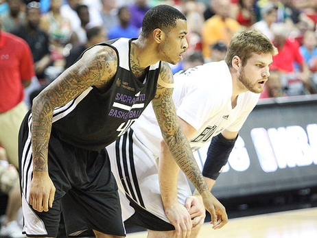 Kings Block Bulls to Advance