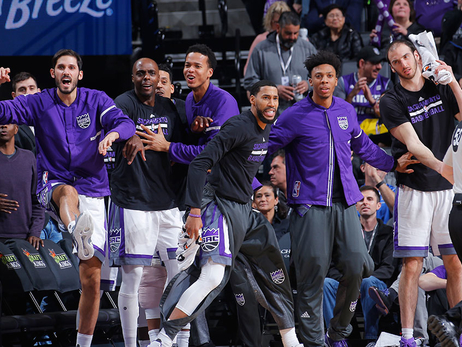 Kings Win Fourth Straight in Late Comeback
