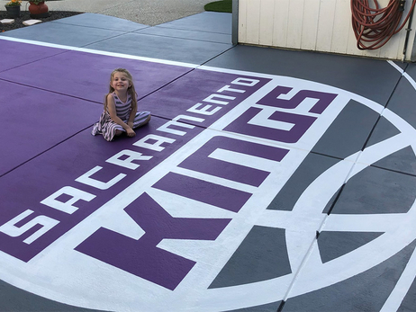 Fan Creates His Own Kings Court