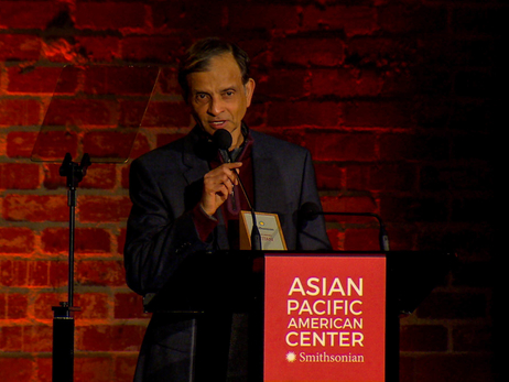 "Vivek Ranadivé Receives Smithsonian Asian Pacific American Center ""Titan Award in Sports"""