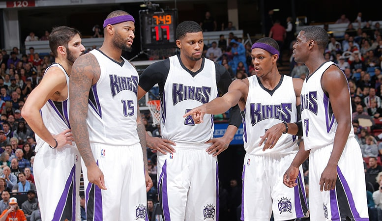 Kings Continue to Share the Ball