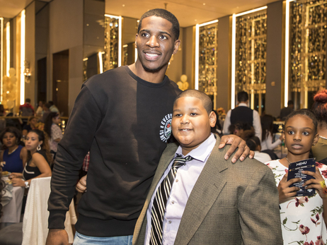 Knicks, Garden of Dreams and Papa John's host a Thanksgiving Dinner