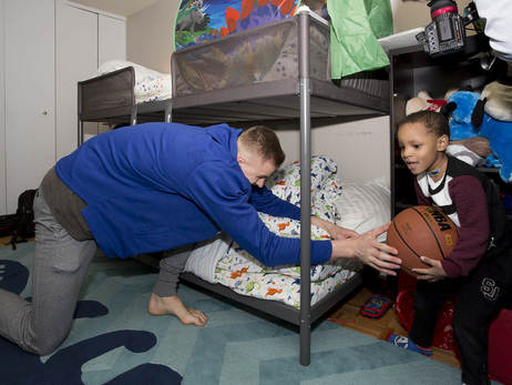 Season of Giving: Knicks give the gift of cheer