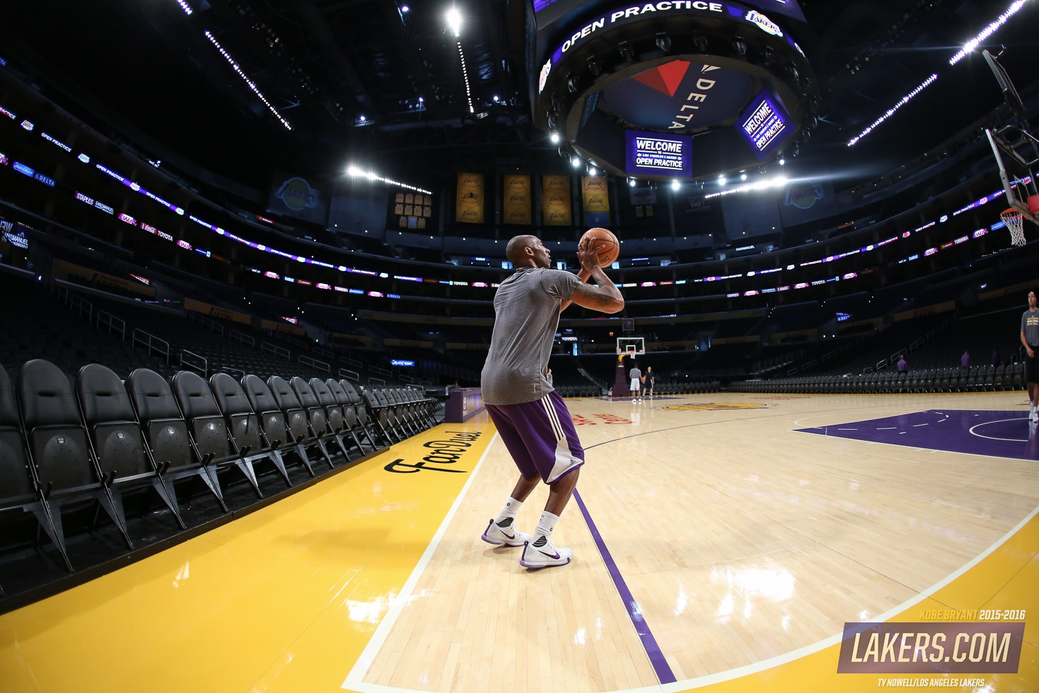 A Season In Photos Kobe Bryant S 20th Los Angeles Lakers