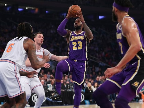 Lakers Sunk by Late Knicks Run