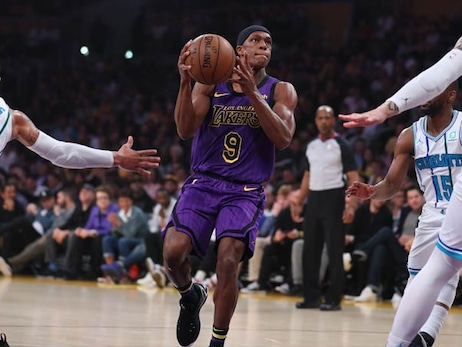 Lakers Bombard Hornets for 14-Point Victory