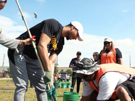 Hart, Wagner Lead Lakers Team Up Event at Raul Perez Memorial Park
