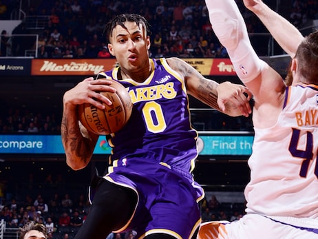 Lakers show their offensive chops, stay hot in the desert