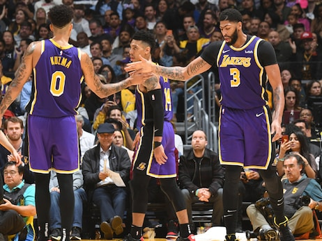 Lakers perform in the clutch to earn 10th win of the season