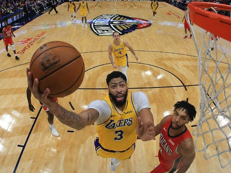 Lakers keep streak alive with dramatic comeback in NOLA
