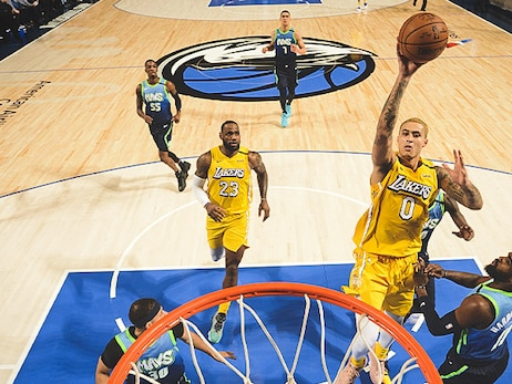 Lakers rise to the challenge, rout Mavs and win 7th straight