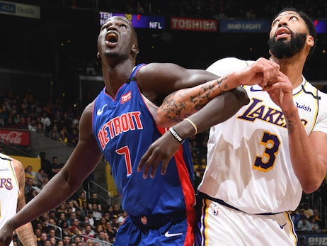 Lakers deny Pistons in block party for the ages