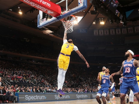 Lakers stop Knicks en route to 35th win of the season