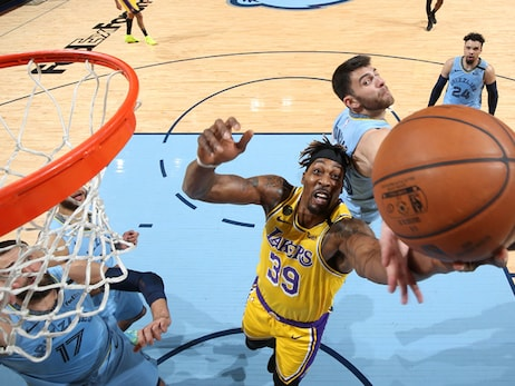 Turnovers Plague Lakers as Road Streak Comes to an End