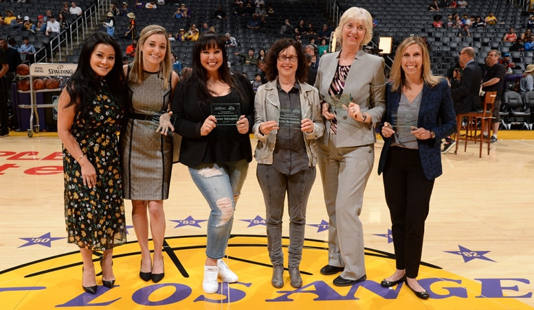 Rachel Rabizadeh (Comerica Representative), Allison Citelli, Maxine Tatlonghari, Celia Bernstein, Wendy Sabins and Kerri Sonenshine accepting the Comerica Bank Woman's Business Award for March 2018.