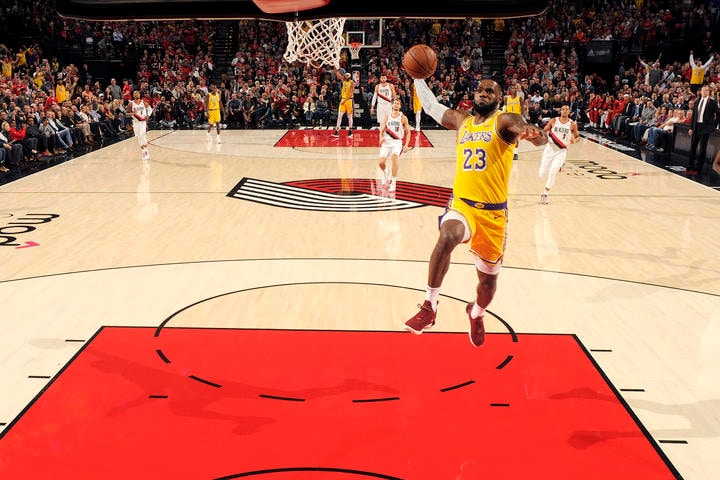 PORTLAND, OR - OCTOBER 18: LeBron James #23 of the Los Angeles Lakers dunks the ball against the Portland Trail Blazers on October 18, 2018 at the Moda Center in Portland, Oregon. (Cameron Browne/NBAE via Getty Images)